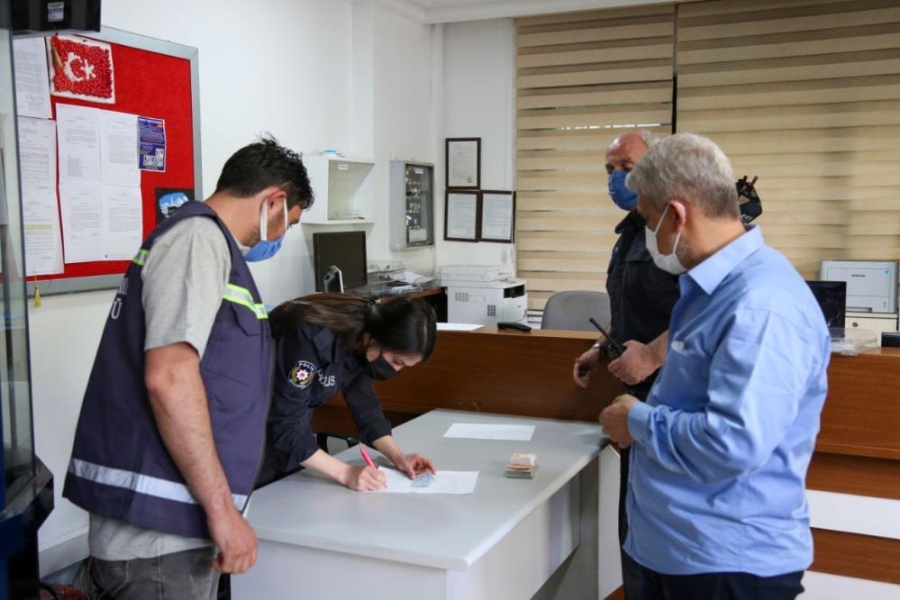temizlik-yaparken-10-bin-lira-bulan-meram-belediyesi-personeli-solugu-orada-aldi-002.jpg